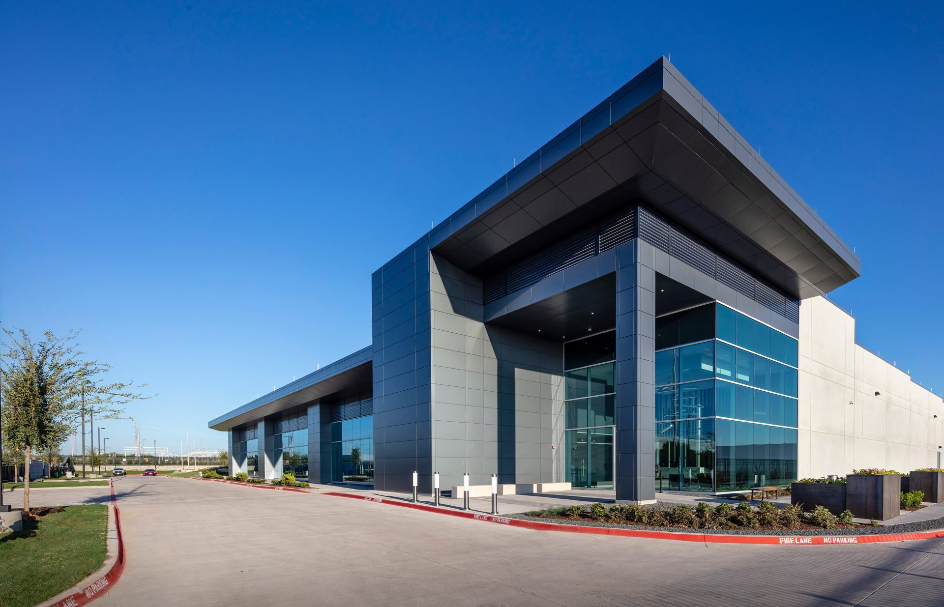 Commissions New Hyperscale Data Center in Garland, Texas